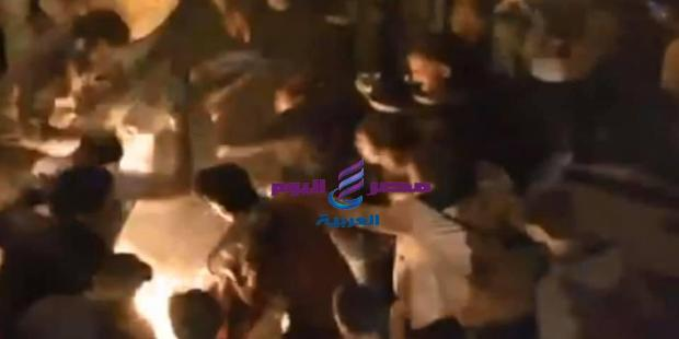 متظاهر لبناني يحرق نفسه بين الحشود في ساحة رياض الصلح |