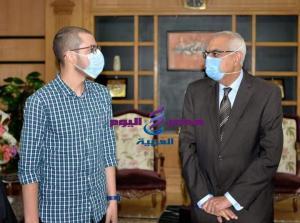 منحة ببرنامج مانشستر لطب الاسنان لطالب التحدى من رئيس جامعة المنصوره