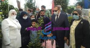 محافظ كفرالشيخ يرافق نجلى شهيد قرية شباس الشهداء الى مقر المدرسة