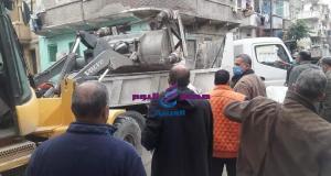 اللواء علاء يوسف يشدد على إزالة الأكشاك المخالفة حول أسوار المدارس بمحرم بك | اللواء