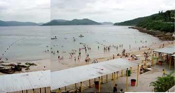 SARS 仍敵不過炎炎夏日。西貢銀線灣星期六下午仍見不少泳客。