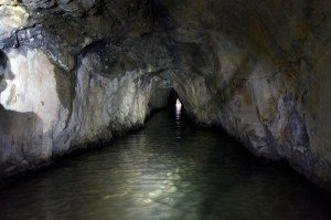 礦洞長年被水淹浸。