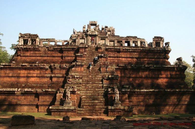 Phimeanakas 更少遊人 -- 其實大部分遊客,特別是旅行團,只集中在「主殿」,所以其他寺廟不多人。