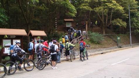 開幕日吸引過百車手試走新路。