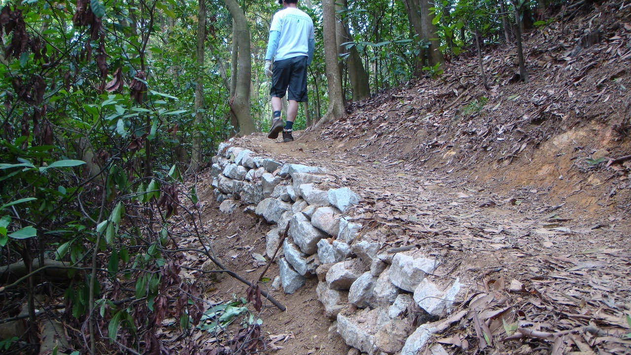 12 月時堆砌之石牆。