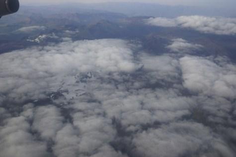 飛機飛得頗低,可清楚看見雪嶺。
