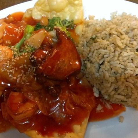 消失中的菜式 -- 錦鹵雲吞配炒飯。