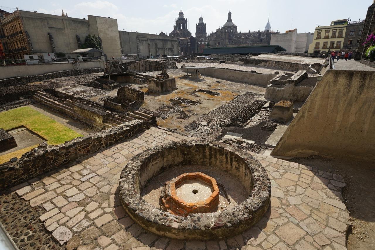 不止是中國,墨西哥人一見到井就自然投入硬幣。