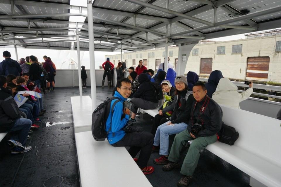 渡輪是 hybrid,以風力及太陽能提供船上儀器用電。