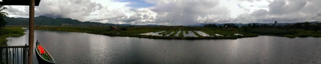從棚屋環覽湖上農田。