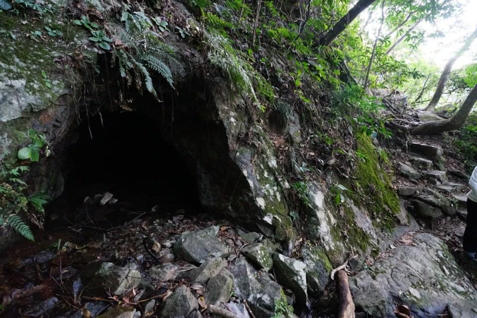 第三個洞位於散髮瀑與主瀑之間。