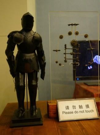 盔甲內的活動裝置。