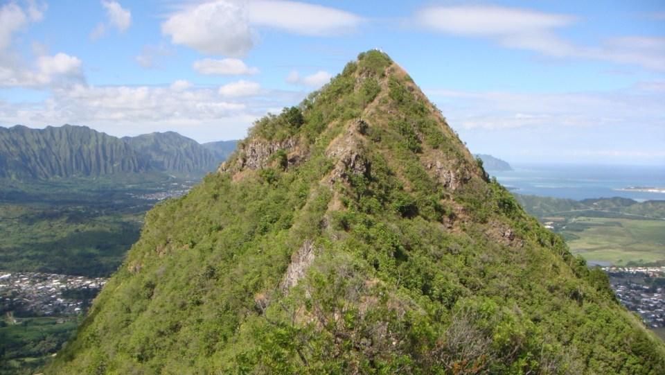 從第二個山峰回首望向第一個山峰。