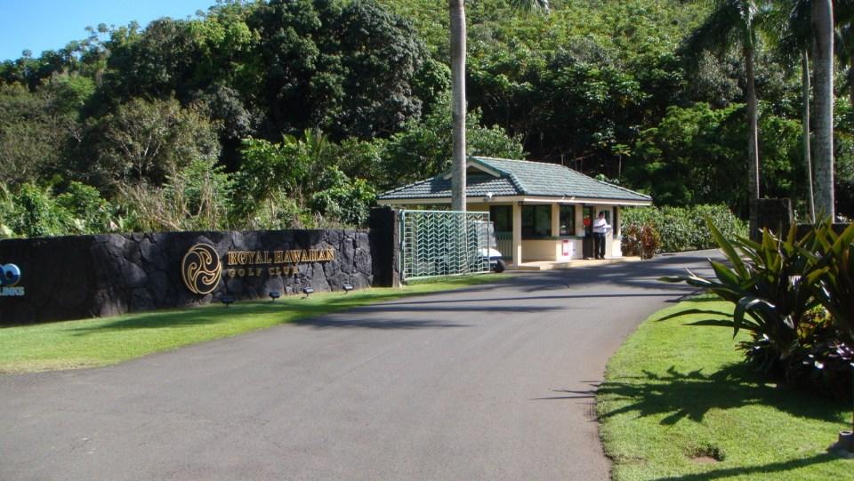 山徑入口位於哥爾夫球場內,同保安表示去行山後就可以進入。