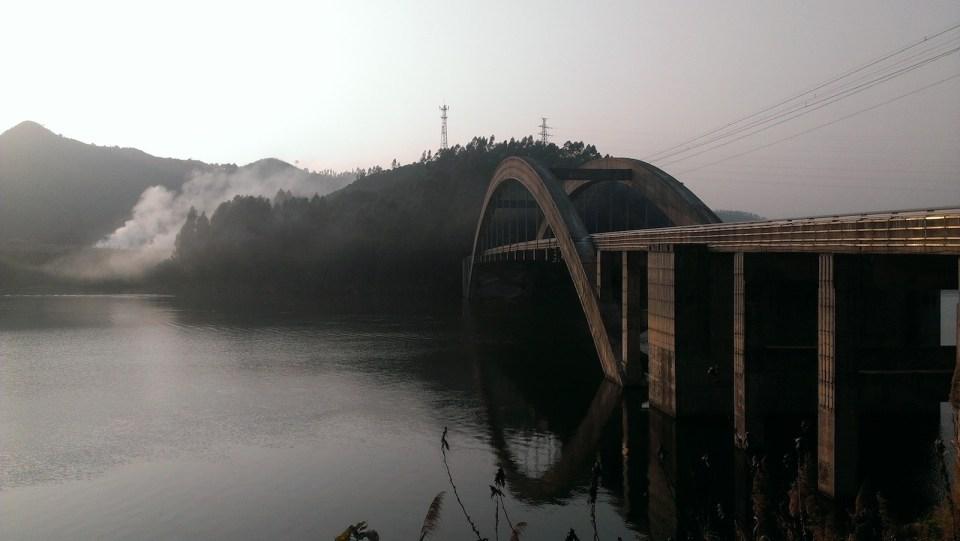 通往黎溪鎮石橋。