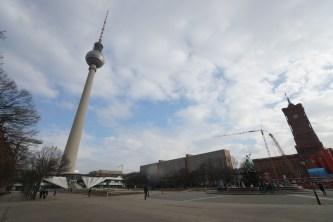 東柏林的電視塔,現在周邊已經蓋了商場,成為本地人及遊客必到的地方。