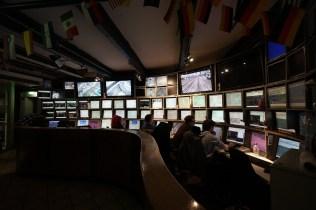 鐵路、飛機及汽車都是由這個控制室控制。