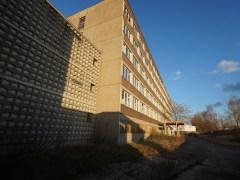 監獄的辦公大樓。