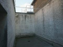 讓囚犯「放風」的天井。
