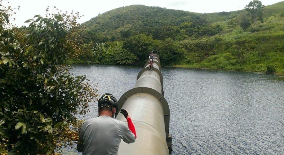 很多讀者及聽眾問,怎樣拍到山雞湖的「水天一色」,答案除了天氣、16mm鏡頭,還有位置。