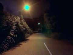 穿過稍為無人居住地帶,繼續向前,稍微上斜。