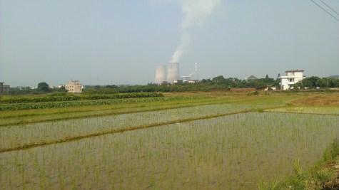 東江上的發電廠。
