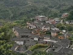 爬坡中另一處規模較大的村落。