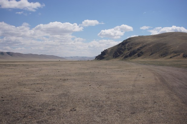 大部分所謂草原,其實長不出草,是片荒漠。