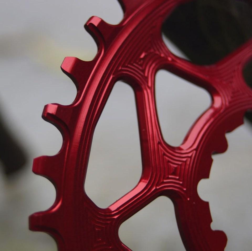 與 SRAM 原裝齒片一樣是正負齒設計。
