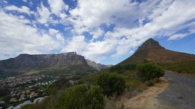 Table Mountain(左)及 Signal Hill(右)。