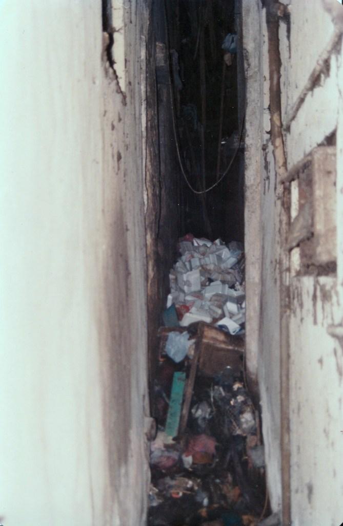 一些後巷已經被垃圾堵塞。