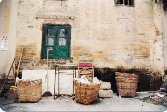老人院外牆。