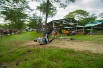 跳台看似不高(50cm),實際着地點是 80cm,成為很多參加者的挑戰。