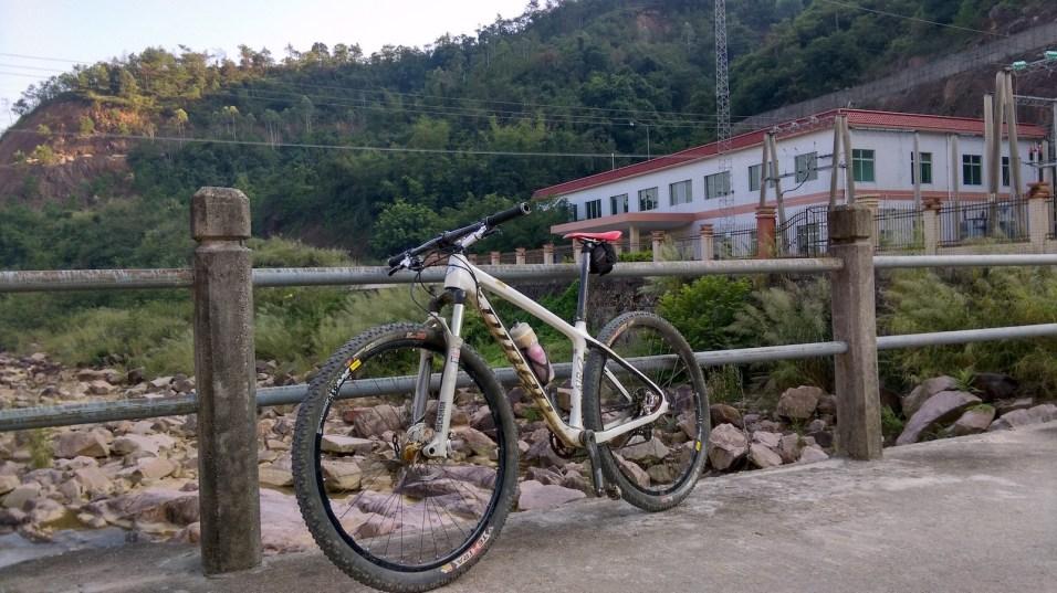 經過十多公里下山,最後到達三坑水力發電站。