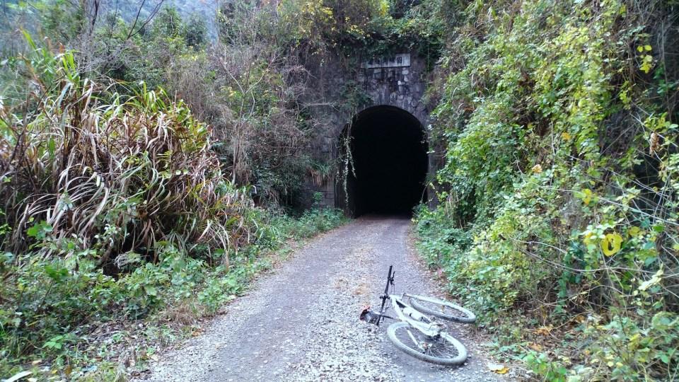 建於 1950 年的圓螺角隧道。