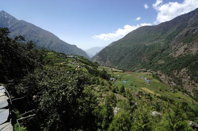 離開 Lukla 幾公里,是一片翠綠的河谷。