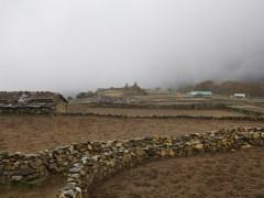 被大霧籠罩下的 Phortse。