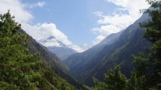 未到 Namche 前,在這個稱為「First View Point of Mt. Everest」一睹珠穆朗瑪峰(中間的雪峰)。