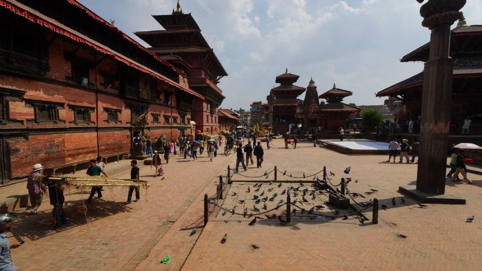 某年遊 Patan 時遇上拍戲,劇組把廣場布置成古代,穿古裝的演員四處可見。