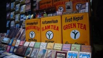 排得整齊的不是啤牌,而是茶葉。