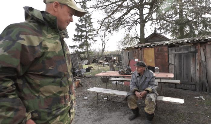 核事故後一年搬回疏散區居住的老人,至今健康生活在「輻射下」。