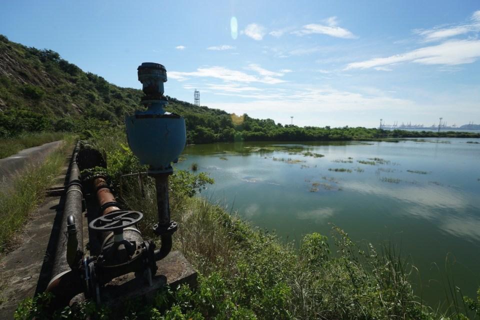 湖邊的水務設施。