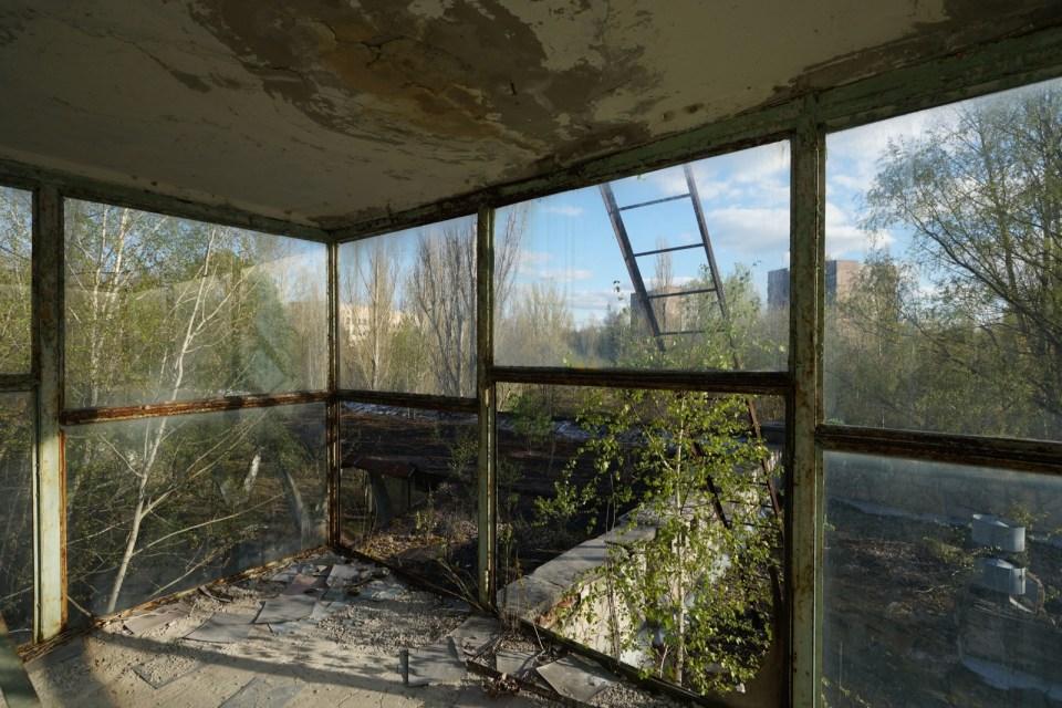 瞭望台外是普里皮亞季的多層住宅。