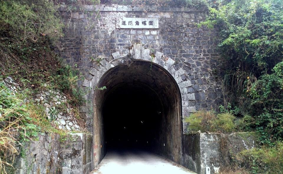 圓螺角隧道成為縣道,裏面有照明。