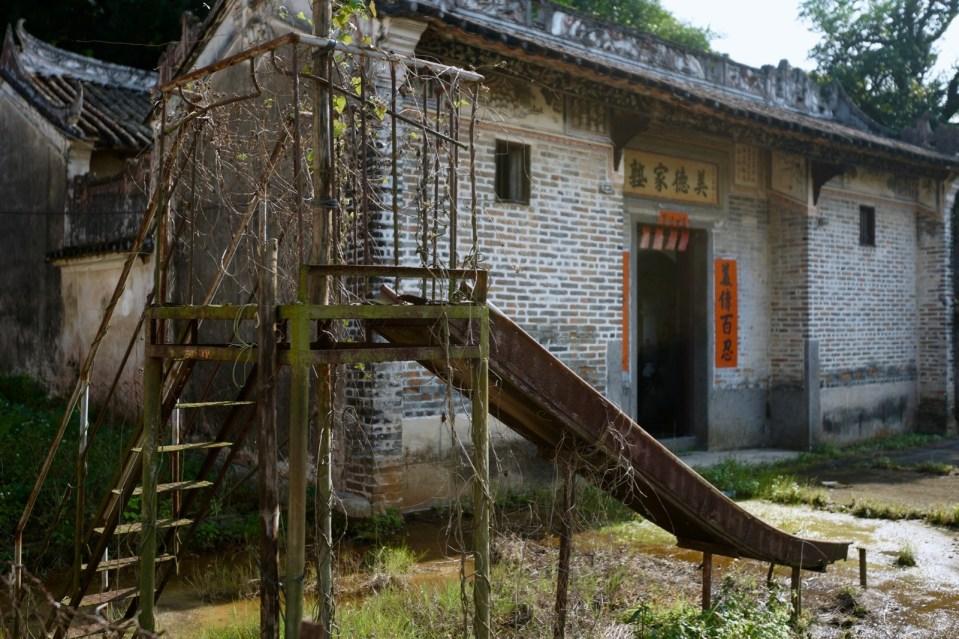 從美德家塾的鐵滑梯,訪尋隱世落馬洲灌溉水塘