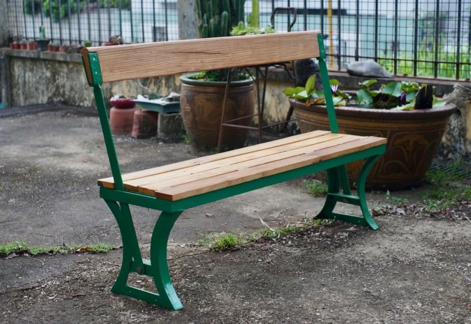 復修後的三等木座位。