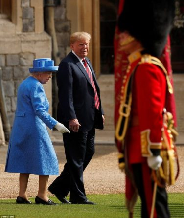 4E37452D00000578-5952671-The_Queen_and_Trump_later_went_to_inspect_the_Coldstream_Guards_-a-11_1531538951605