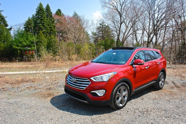 Report: Hyundai investigating 50,000 2013 Santa Fe crossovers over reports of loss of vehicle control