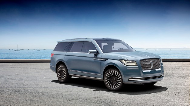 2016 New York Preview: The Lincoln Navigator Concept pitches a stunning potential Range Rover competitor