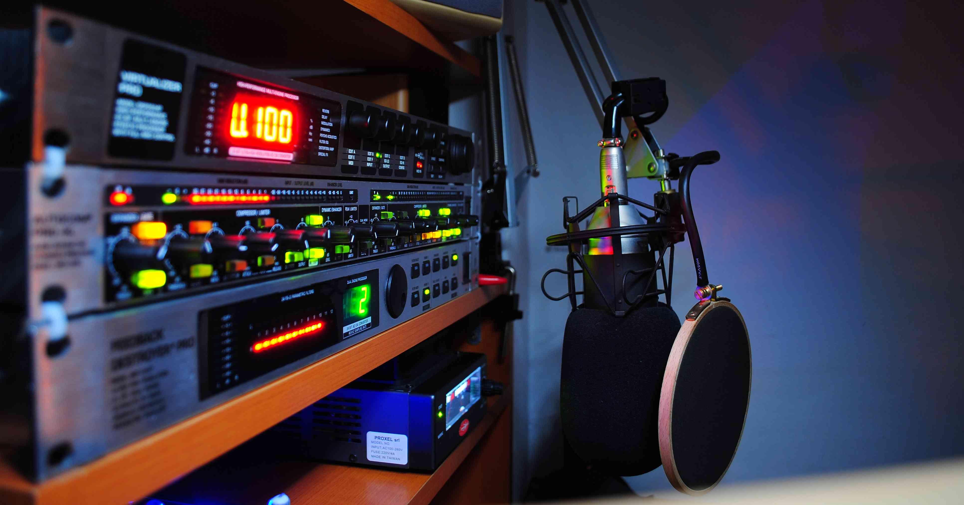 بالصور Bottom Line برنامج جديد على راديو مصر على الهوا بالاشتراك مع راديو البحر الاحمر